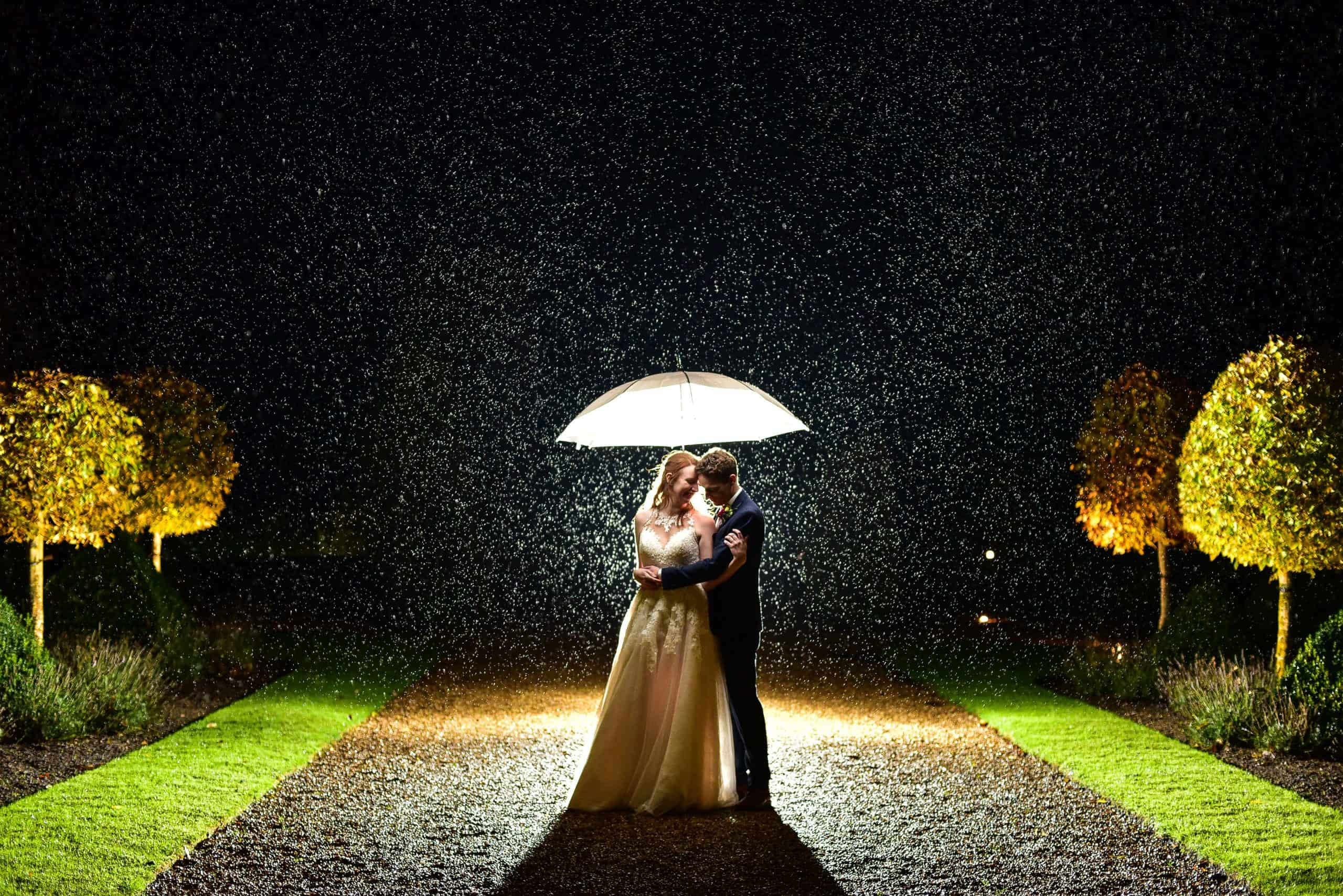 wedding photos in the rain at hales hall norfolk